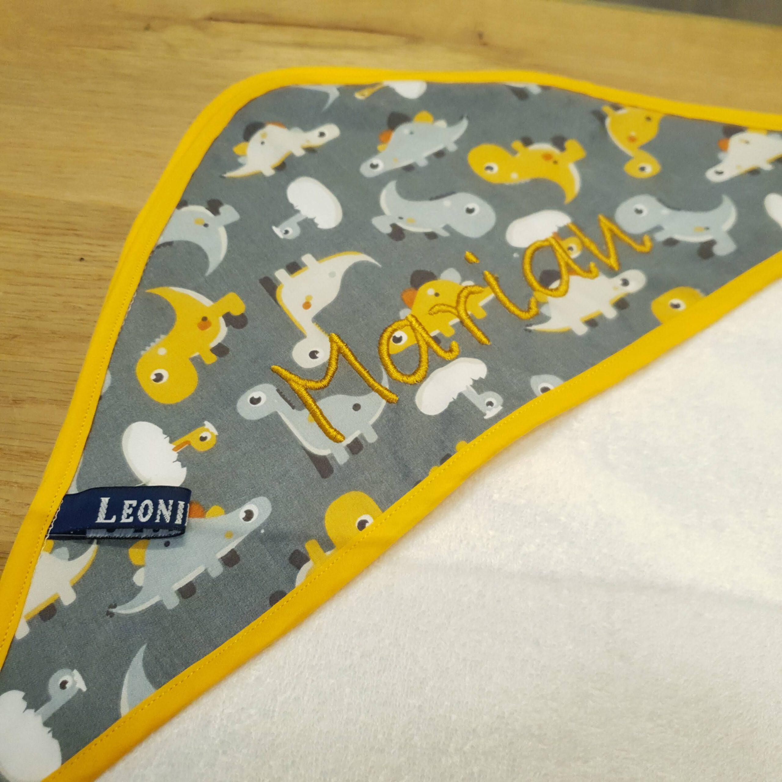 badcape met naam leonietje's